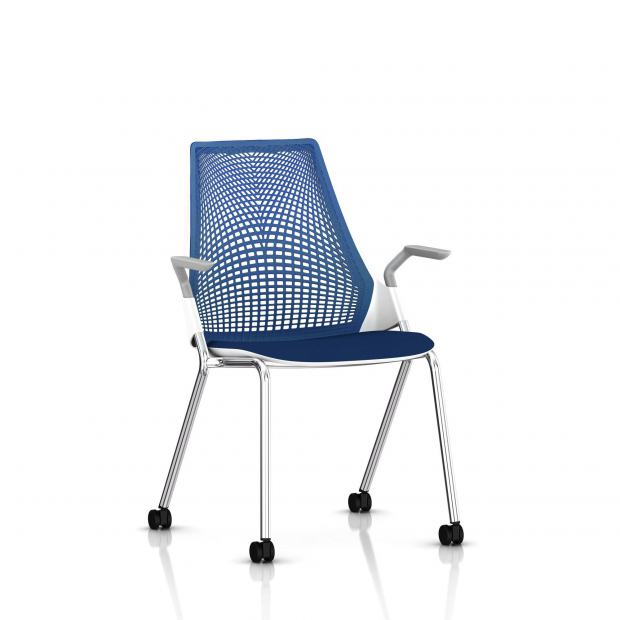Sayl Side Chair Herman Miller Chrome / 4 Pieds - Roulettes / Dossier Suspension Berry Blue / Assise Tissu Scuba