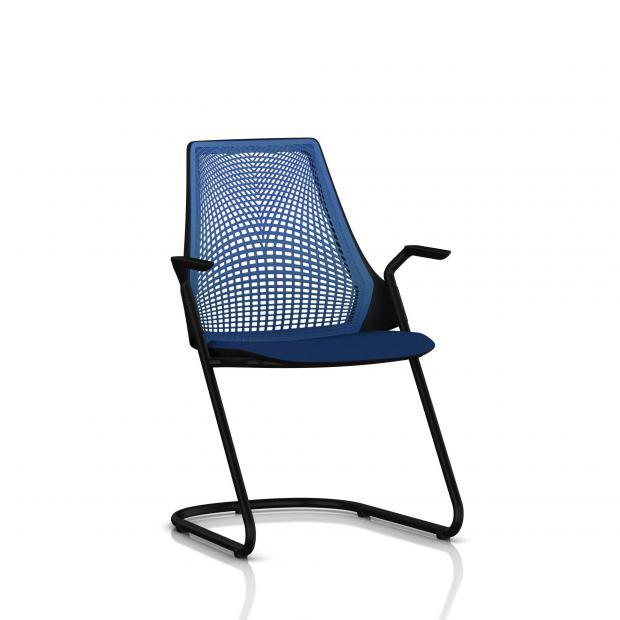 Sayl Side Chair Herman Miller Noir / Dossier Suspension Berry Blue / Assise Tissu Scuba