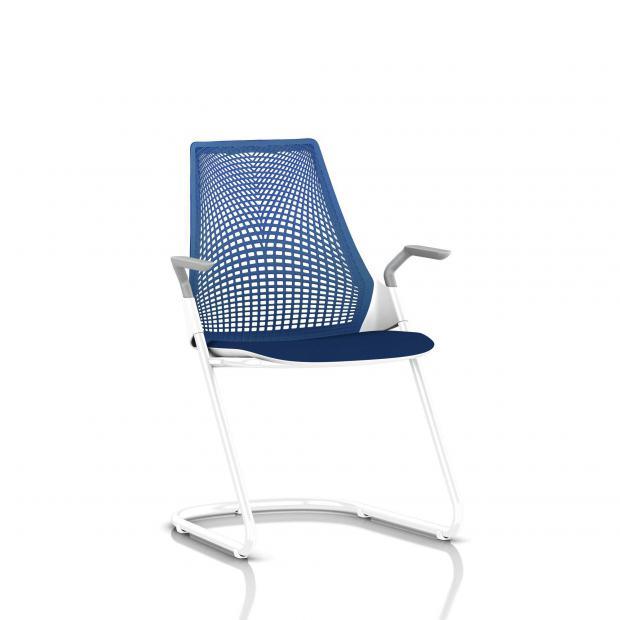 Sayl Side Chair Herman Miller Studio White / Dossier Suspension Berry Blue / Assise Tissu Scuba