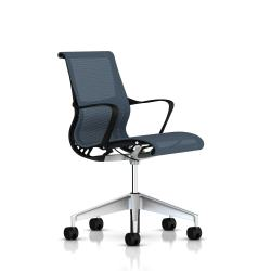 Fauteuil Setu Herman Miller H-Alloy / Structure Graphite / Lyris Berry Blue