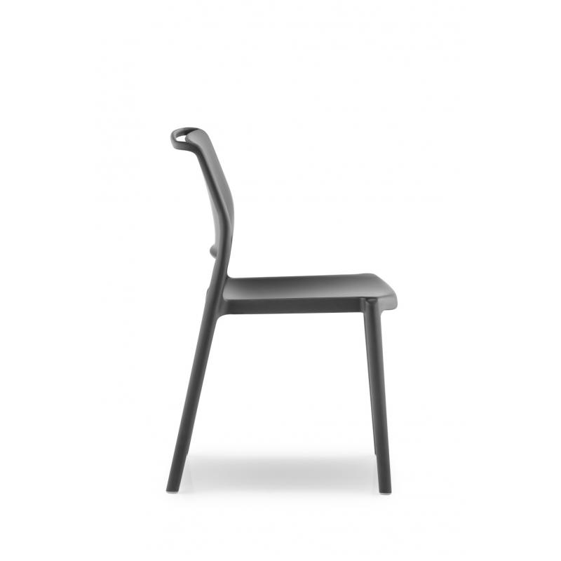 ara 310 pedrali chaise 4 pieds noir. Black Bedroom Furniture Sets. Home Design Ideas