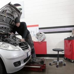 Tabouret de garage à roulettes - Hauteur 410 à 540 mm